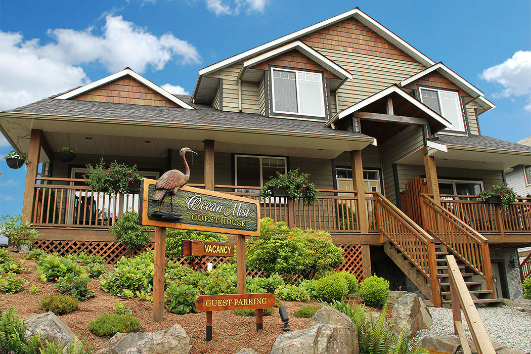 Ocean Mist Guesthouse, Ucluelet, BC, Bed & Breakfast. Ocean view suites. Healthy Breakfasts. Friendly Hosts.
